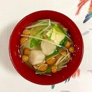 水菜、木綿豆腐、なめこ、焼き麩のお味噌汁