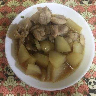 昆布つゆで、簡単♪大根と鶏もも肉の煮物