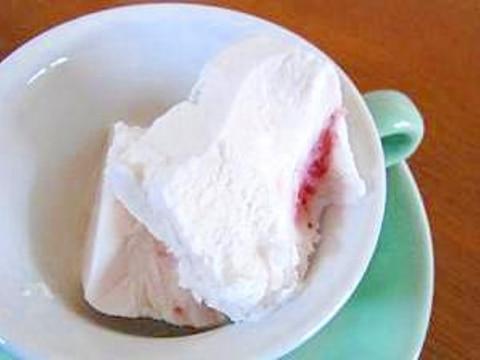 余ったホイップクリームで簡単ヨーグルトアイス♪
