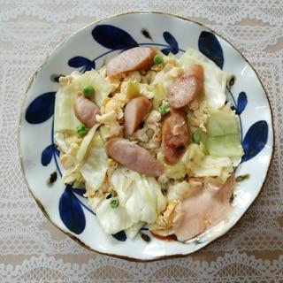 キャベツとウインナーと卵とグリーンピースの炒め物❤