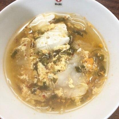 お鍋の時期なので、キムチ鍋でほっとしたくて作ってみた。餃子と豆腐を入れて腹持ちupさせれみました‧✧̣̥̇‧ 写真撮る前にネギを入れてしまったのが失敗!