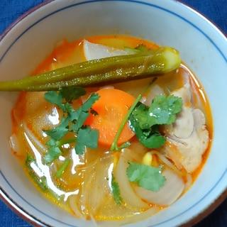 トムヤムスープの素で具だくさんお鍋