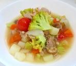 ツナ、ブロッコリー、プチトマトの具沢山スープ