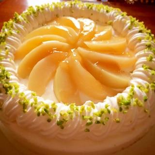 白桃を使ったデコレーションケーキ