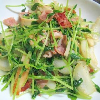 豆苗とベーコン・玉ねぎの炒め物