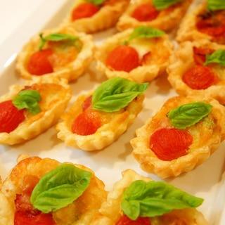 トマトとアボカドのパイタルト~バジル添え