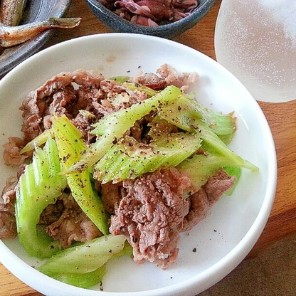 牛肉とセロリの黒胡椒炒め