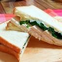 サラダチキンとほうれん草のチーズホットサンド