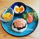 サーモン丼と煮卵の朝食プレート