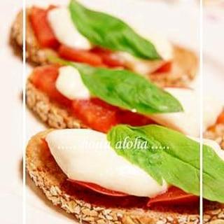 モッツァレラチーズとトマトのブルスケッタ