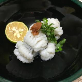 さっぱりと食べるハモの湯引き