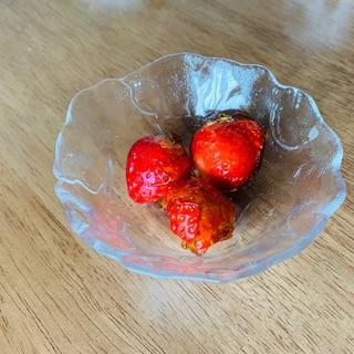 【いちご飴】いちごと飴のコラボ。甘酸っぱくー