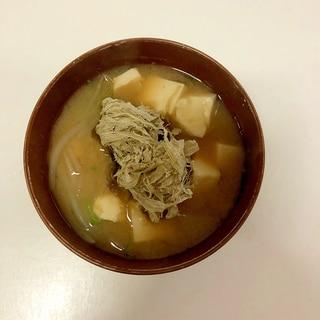 とろろ昆布入り 豆腐ともやしのお味噌汁♪