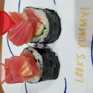 まぐろ、サーモンの飾り巻き寿司