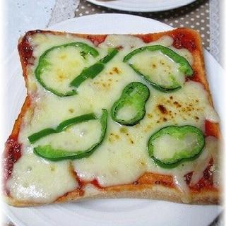 簡単ピザトーストでランチタイム♪