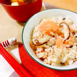 簡単☆鮭と塩麹の炊き込みご飯