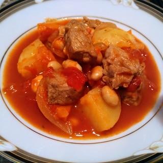 豚肩ロース肉に大豆と野菜のトマト煮込み