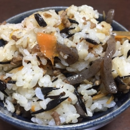 ごぼうも入れて作りました。人参とごぼうはささがきにしたので、すぐに炒まって味がしみしみで美味しかったです(^ ^)