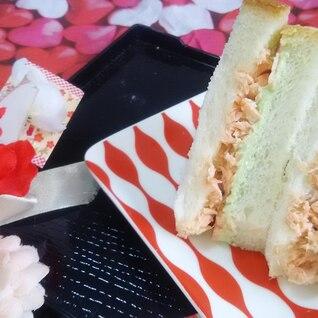 抹茶クリームチーズの彩り鮭サンド♪