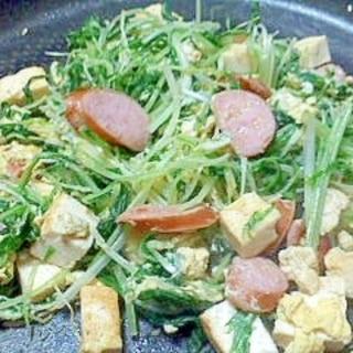 ウィンナーと豆腐と水菜の卵炒め