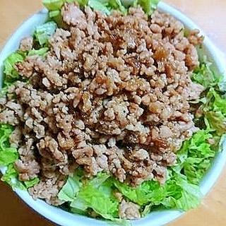 焼き肉のタレで豚そぼろサラダ丼