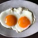 理想の目玉焼き☆双子目玉焼きの作り方☆黄身半熟!