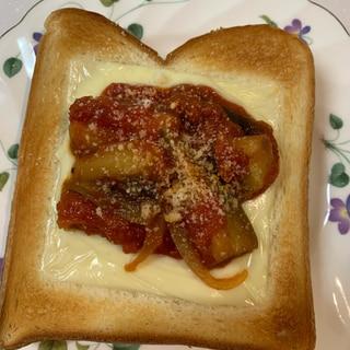 茄子のトマトソースで ピザ風トースト