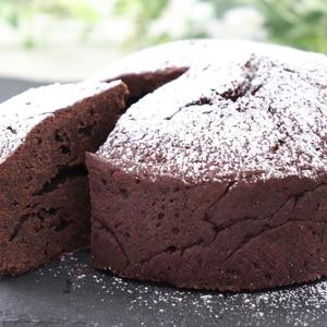 材料4つで簡単チョコレートケーキ