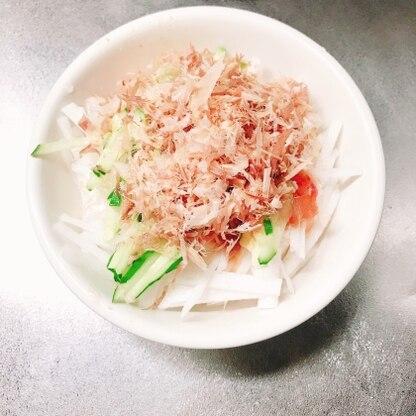 水菜が無かったので、キュウリでアレンジしました。ドレッシングがさっぱりしていて美味しいですね。とても簡単でした♪