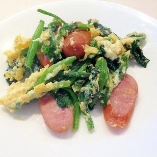 朝食におすすめ!ほうれん草とウインナーと卵の炒め物