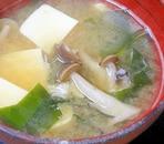 蟹だしが旨い! 「豆腐とワカメの鉄砲汁」