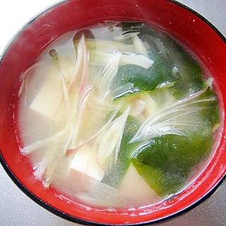 豆腐とワカメみょうがの味噌汁