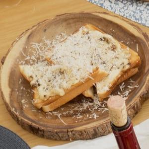 秋鮭とキノコのクリームクロムキッシュ