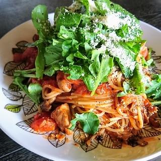 鯖味噌とトマトとルッコラのパスタ