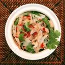 ベトナム 白菜、玉ねぎのチキンサラダ