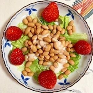 蒸し大豆、いちごのサラダ