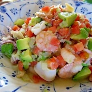 アボカド・トマト・シーフードのサラダ