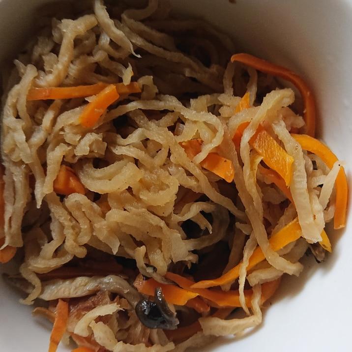 シンプル 切り干し大根とニンジンとシメジの煮物