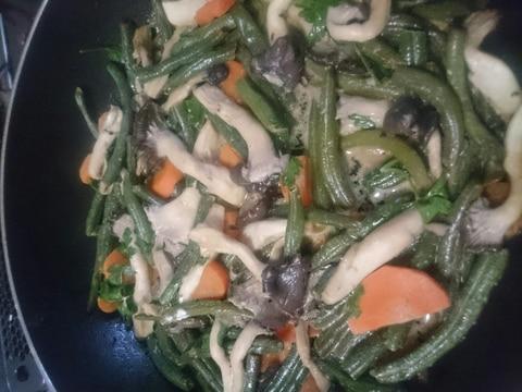マヨで、ひらたけプリプリ野菜炒め