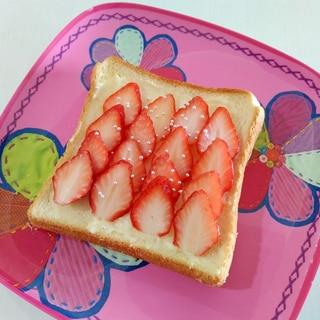 おやつトースト☆いちごサワークリームトースト