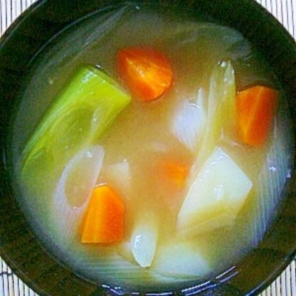 【今日の一汁】じゃがいもと人参と長ネギのお味噌汁
