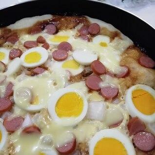 フライパンで☆ゆで卵&ウインナーのピザ