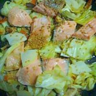 春きゃべつと鮭のちゃんちゃん焼(食べるラー油入り)