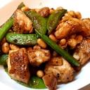 鶏肉とスナップエンドウと大豆のめんつゆカレー炒め
