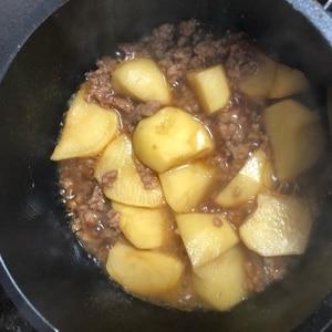ひき肉とジャガイモで、ジャガイモのそぼろ煮