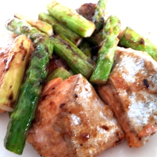 鮭とアスパラのオイマヨ炒め