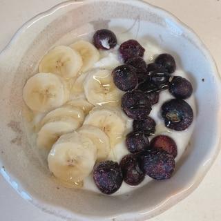 バナナとブルーベリーのヨーグルト