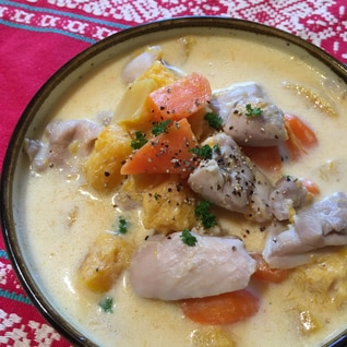 バターナッツカボチャと鶏肉の豆乳スープ