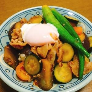 豚肉と夏野菜のうま辛スタミナ丼