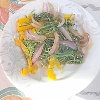 パプリカ、おかひじき、赤玉葱の炒め物